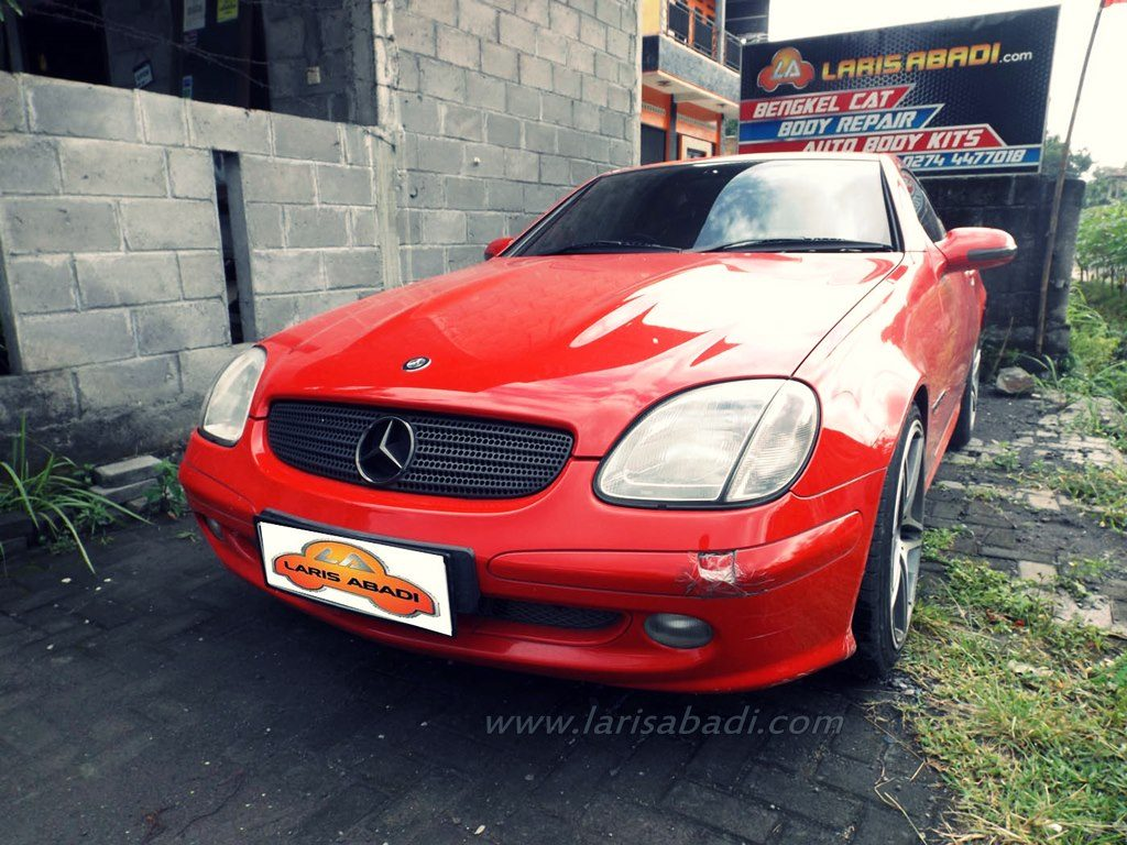 Mercedes Benz R170 SLK with bumper damage