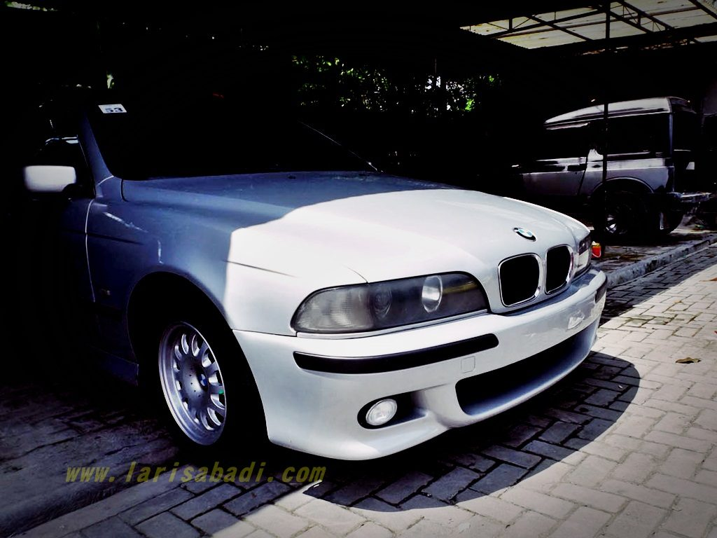 BMW 520i E39 with M5 Body Kit Replica